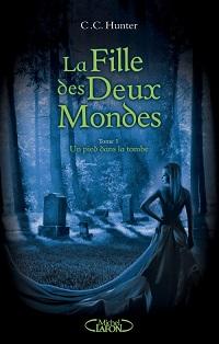 La Fille des Deux Mondes, tome 1 : Un Pied dans la Tombe